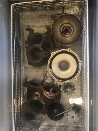 Ultrasoonbad motoronderdelen